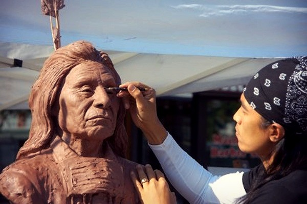 Sunti sculpting Chief Red Cloud